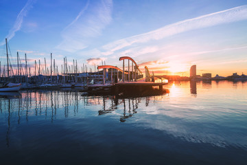 Photo sur Aluminium Barcelone Barcelona Port Vell with Sailboat
