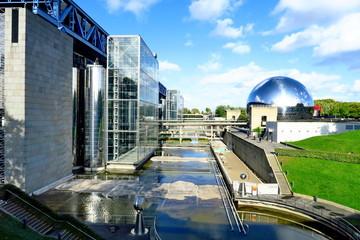 La Géode devant la Cité des Sciences et de l'Industrie. Parc de la Villette. Paris. France. Octobre 2019.