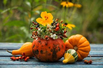 Fototapete - Hollow pumpkin with floral decoration