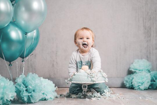 Cake smash kleines Kind BabyTorte essen Dekoration - Variation 1