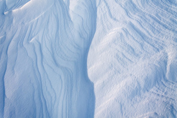 Ripples from wind on the surface net snow
