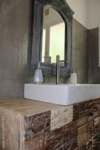Meuble vasque salle de bain, ton gris et bois, avec mur ...