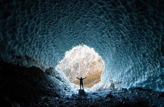 Eiskapelle Berchtesgaden Gletscherhöhle Nationalpark Königssee Gegenlicht Klimawandel Symbol Bach Schmelzwasser Bayern Deutschland Ice Chapel Glacier Climate Change Global Warming Gefahr Traum Öffnung