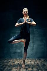 In de dag Ontspanning Young beautiful woman doing yoga asana Tree Pose in dark room