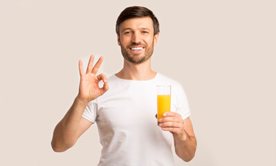 Foto op Canvas Sap Positive Man Holding Orange Juice Glass Gesturing OK, White Background