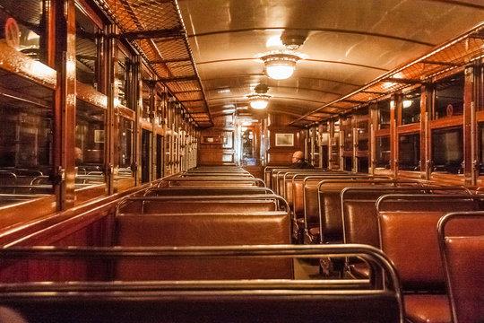 Alte Lampen in einem alten Zug in Palma, Mallorca