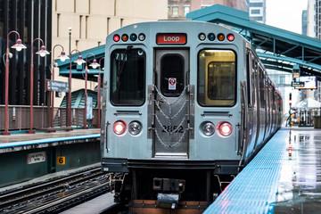 Train line towards Chicago Loop