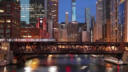 Fototapete - Chicago river downtown buildings evening skyline