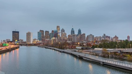 Fotomurales - Philadelphia skyline day to night time lapse, PA, USA.