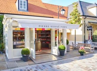 Pierre Herme boutique in La Vallee Village.