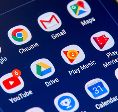 Google apps icons on Samsung S8 screen.