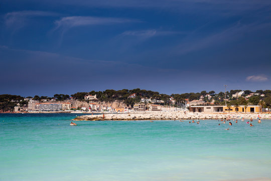 Coastline with hotel facilities at the Bale de Bandol, Bay of Bandol, Alpes-Maritimes, Cote d'Azur, Southern France, France, Europe