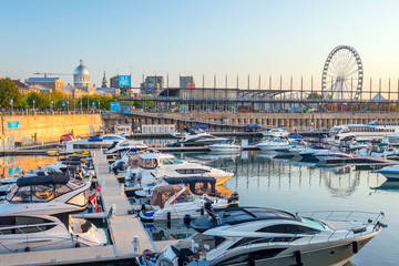 Fotomurales - Old port area with  boats in Montreal city