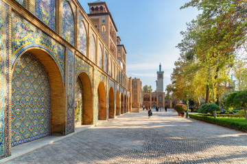 Photo sur Toile Con. Antique Wonderful view of courtyard and garden at the Golestan Palace