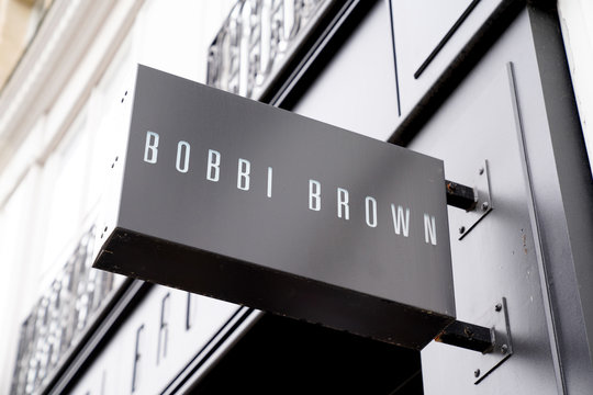 sign logo Bobbi Brown cosmetics brand store American shop
