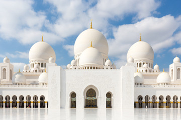 Photo sur Plexiglas Abou Dabi Sheikh Zayed Grand Mosque in Abu Dhabi, the capital city of United Arab Emirates.
