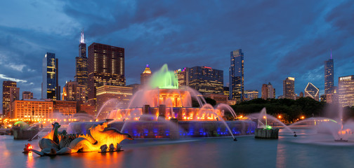Panoramic view of Chicago City at night with skyscrapers and Buckingham fountain, Chicago, Illinois, USA.