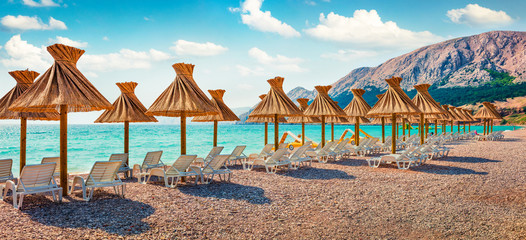 Photo sur Plexiglas Plage Panoramic morning scene of Baska Beach. Amazing summer seascape of Adriatic sea, Baska town location, Krk island, Kvarner bay archipelago, Croatia, Europe. Beautiful world of Mediterranean countries.