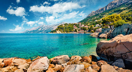 In de dag Mediterraans Europa Splendid morning seascape of Adriatic sea. Sunny summer view of small beach in famous resort - Brela, Croatia, Europe. Beautiful world of Mediterranean countries.