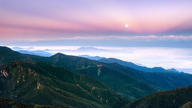 長野県・横手山山頂からの朝焼け