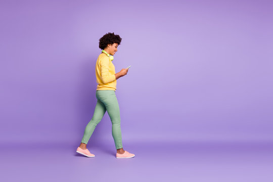Full length body size profile side view of nice attractive charming lovely cheerful cheery wavy-haired girl listening soul jazz going isolated over violet purple lilac pastel color background
