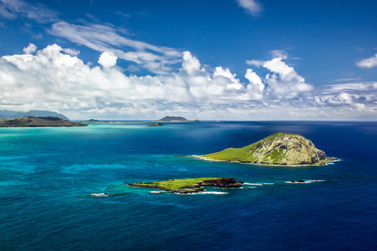 A Beautiful Coastal View Of Rabbit Island And Kaohikaipu Island State Seabird Sanctuary, As Seen From Makapuu Point, Oahu, Hawaii, USA