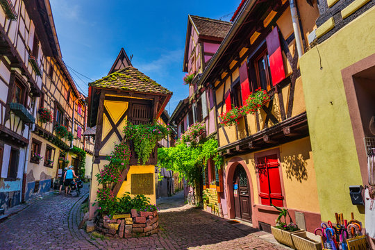 Undoubtedly, Eguisheim is one of the pearls of Alsace, an authentic fairytale place.