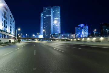 Empty Freeway At Night And Tel Aviv Skyscraper in Background Fotomurales