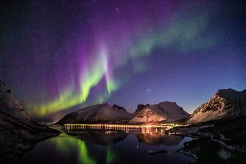 Fototapeten Aubergine lila aurora borealis in norway