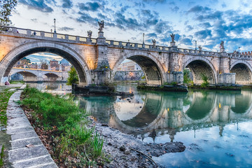 Fotomurales - Scenic view of Sant'Angelo bridge in Rome, Italy