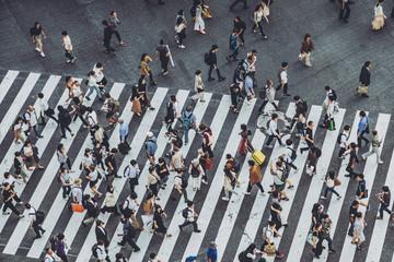 渋谷交差点を歩く人々