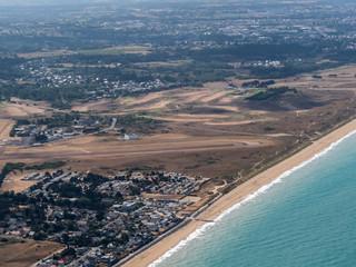 vue aérienne dee l'aérodrome de Granville dans la Manche en France