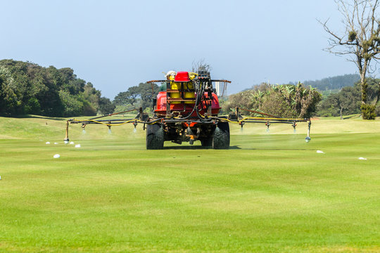 Golf Course Machine Spraying Putting Green Treatment
