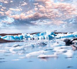 In de dag Antarctica Blurred long exposure view of Icebergs moving in Jokulsarlon Lagoon, Iceland