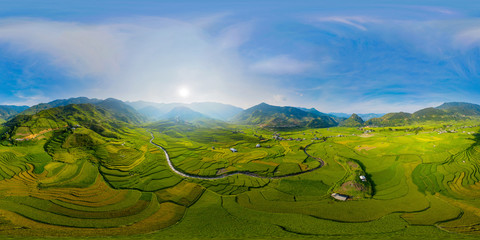 Papiers peints Les champs de riz 360 panorama by 180 degrees angle seamless panorama view of paddy rice terraces, green agricultural fields in rural area of Mu Cang Chai, mountain hills valley in Vietnam. Nature landscape background.