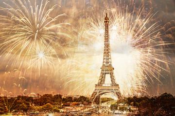 Poster de jardin Tour Eiffel romantic New Year destination Eiffel tower with fireworks Paris, France