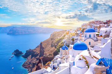 Printed roller blinds Mediterranean Europe Beautiful Oia town on Santorini island, Greece. Traditional white architecture and greek orthodox churches with blue domes over the Caldera, Aegean sea. Scenic travel background.