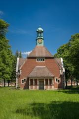 """Kapelle (Haus 227) im denkmalgeschützten """"Klinikcampus C. W. Hufeland"""", Teil der historischen """"Heilanstalten Berlin-Buch"""" (Blick von Südwesten)"""
