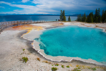 Papiers peints Bleu ciel Geothermal feature at west thumb at Yellowstone National Park (USA)