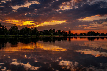 Poster Bordeaux Deep cloudy sunset over the lake