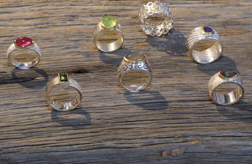 Verschiedene Ringe aud altem Holz