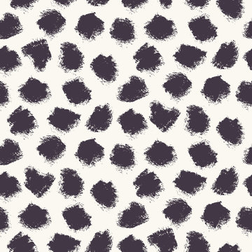 Appaloosa Imperfect Polka Dot Spots Seamless Pattern. Doodle Brushstroke Dotted Animal Skin Background in Monochrome. Abstract Dalmation All Over Print for Fashion, Branding, Packaging. Vector eps10