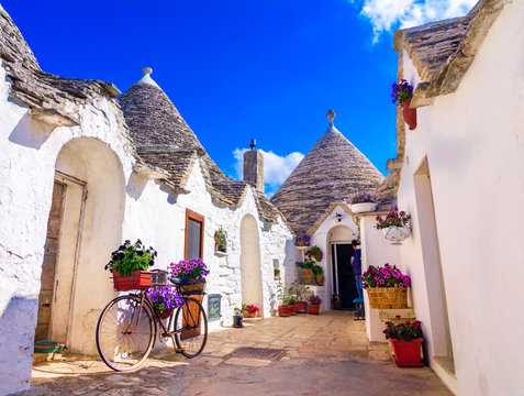 Alberobello, Puglia, Italy: Typical houses built with dry stone walls and conical roofs