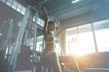 Beautiful sexy woman workout in sports gym, cinematic tone Fototapete