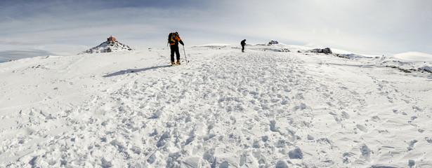 People doing cross-country skiing in Sierra Nevada