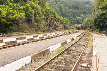 Railway line that continues in the tunnel
