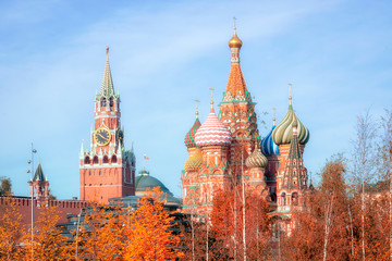 Fototapete - Spasskaya Tower, the Moscow Kremlin and St. Basil's Cathedral in autumn. Architecture and sights of Moscow.