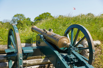 Old bronze cannon on rampart in city Fredericia, Denmark Fototapete