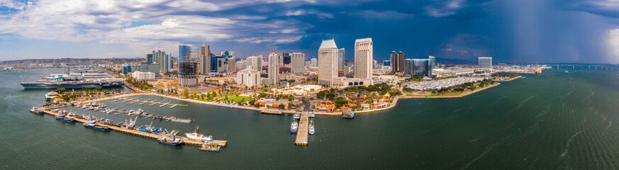 Fotomurales - Amazing panoramic view of the San Diego downtown by the harbour with many skyscrapers