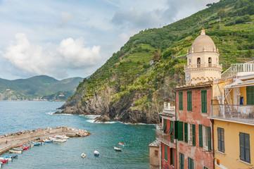 Fototapete - Idyllic landscape of resort village Vernazza, Cinque Terre, Italy
